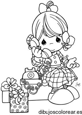 Dibujo De Una Niña Con Teléfono